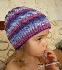 Вязаная шапочка для девочки спицами